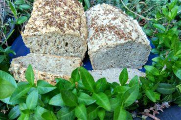 Bezglutenowy chleb gryczano-owsiany na zakwasie z ogórków kiszonych