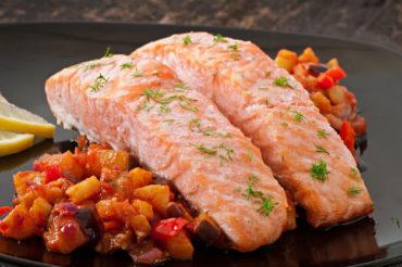 Dietetyczna ryba po grecku z koperkiem